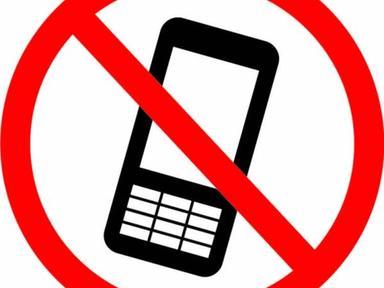 """Знак наклейка """"Использование мобильных телефонов запрещено"""" 150*150,56-0042"""