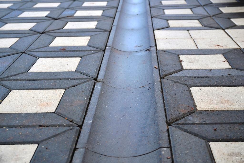 Плиты бетонные лотковые водоотводные ЛВ50.20.6 серый BRAER  12,3 кг.